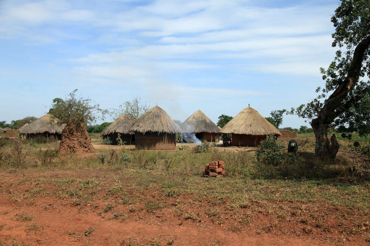 dirt-road-uganda-africa-6QTWJD4