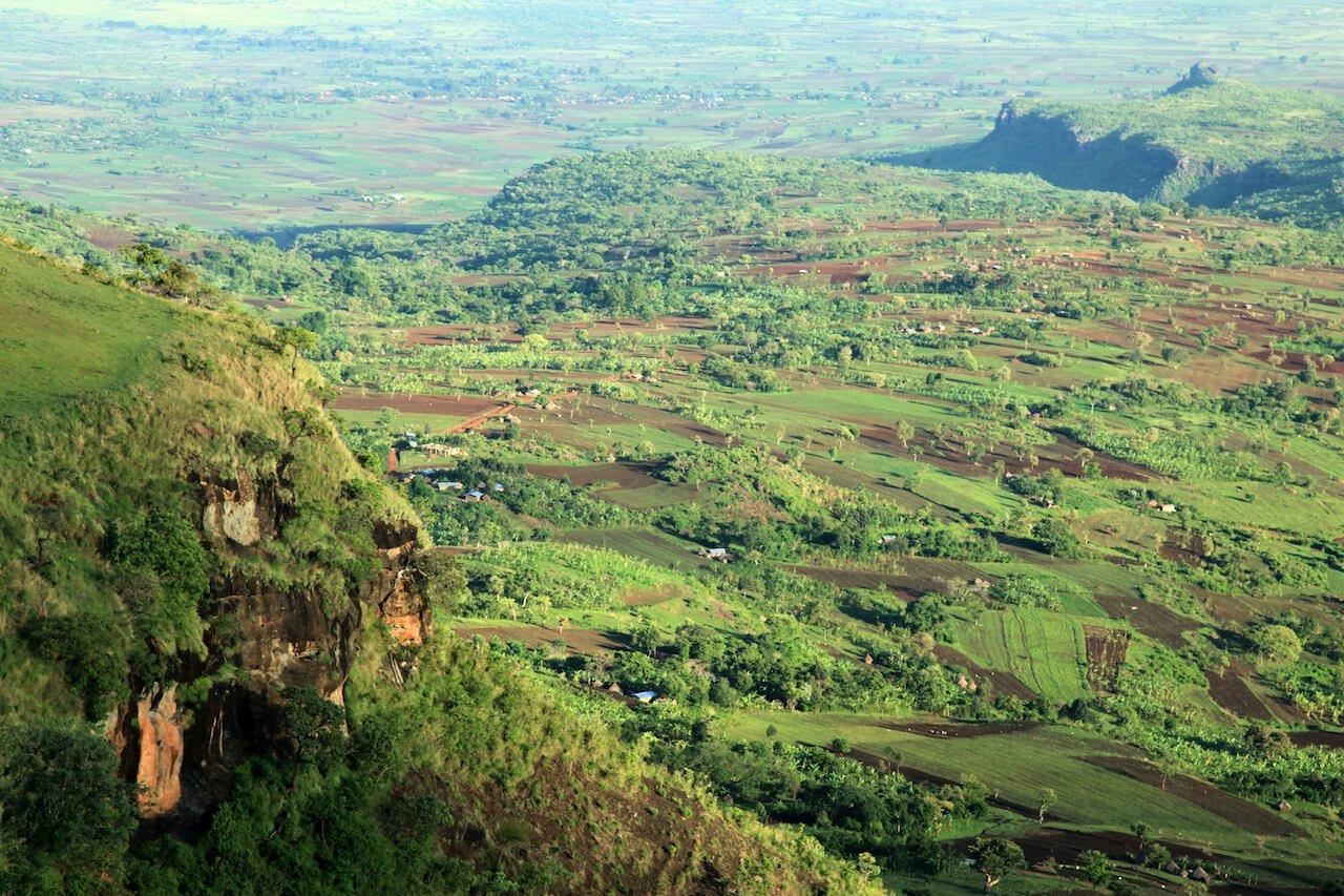 rural-landscape-uganda-africa-YBGQ59F